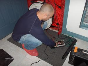 Setting up the blower door to -50pa